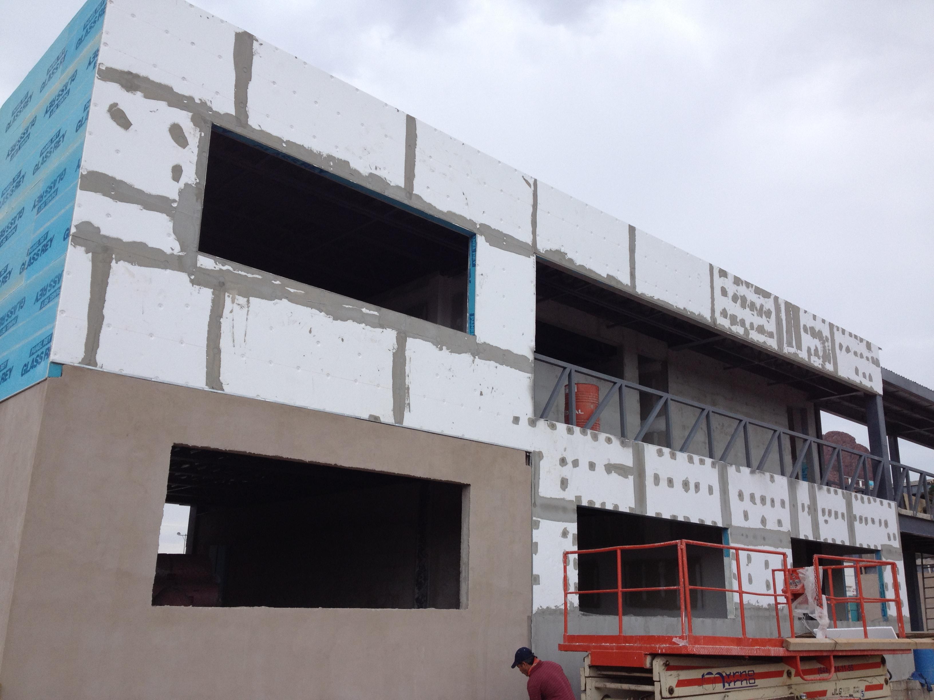 Materiales para exteriores simple latest fachada for Materiales para fachadas exteriores